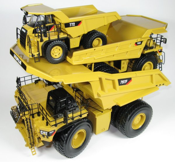 Miniature Construction World Caterpillar 797f Mining Truck