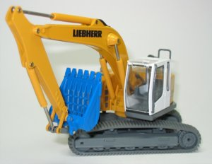 Liebherr R924 Compact with Riddle bucket
