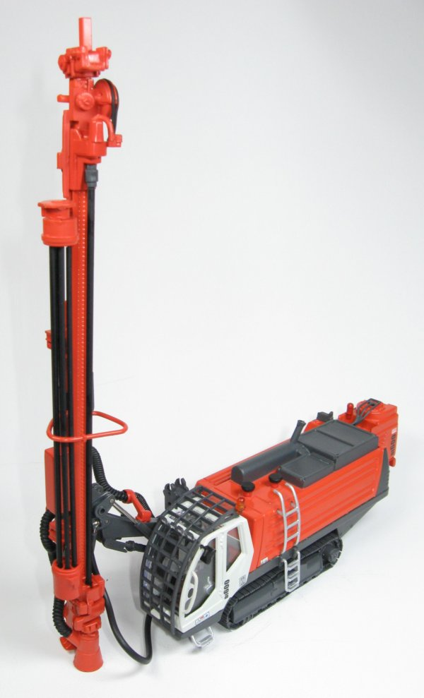 Miniature Construction World - Sandvik Di600 DTH Drill